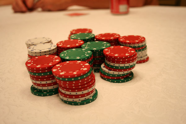 Poker-chips-red-green-white-stacked-even-original-600w